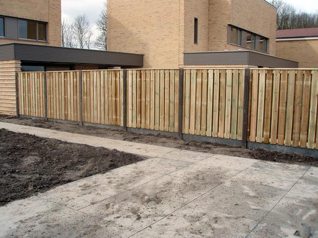 Wandplanken Van Beton : Afgewerkte projecten van betonnen en houten schuttingen